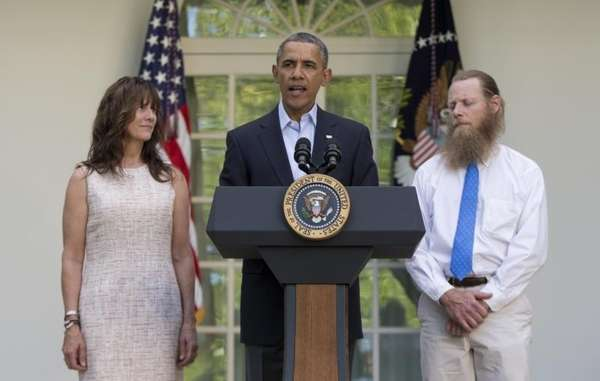 President Barack Obama speaks with Jani Bergdahl, left,