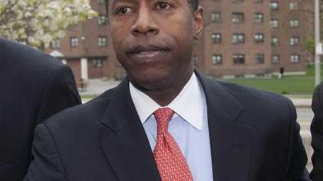 New York State Sen. Malcolm Smith exits Federal