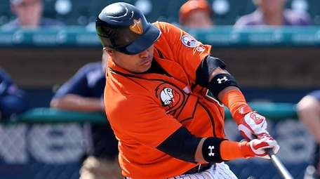 The Ducks' Randy Ruiz blasts a solo home