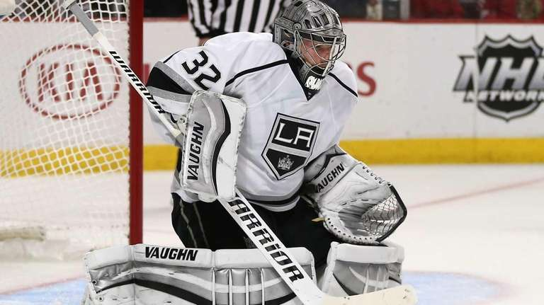 Jonathan Quick of the Los Angeles Kings makes