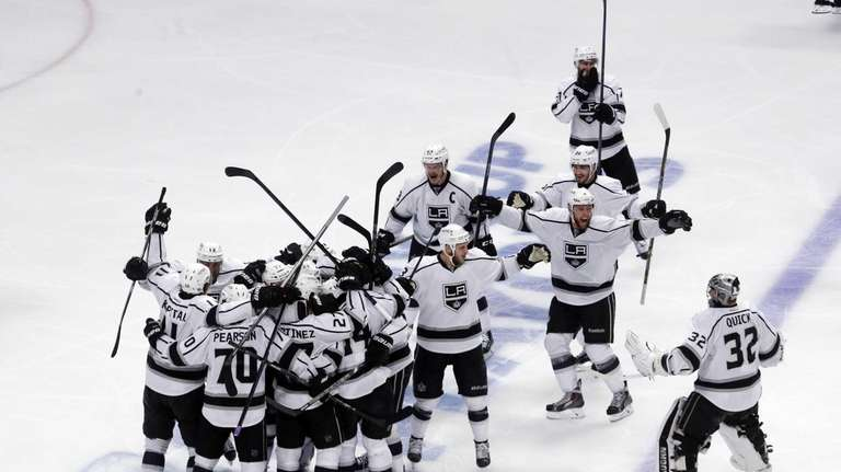 Los Angeles Kings celebrate after defeating the Chicago