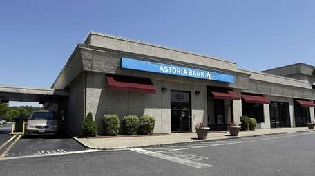 Exterior view of the Astoria Bank at 320
