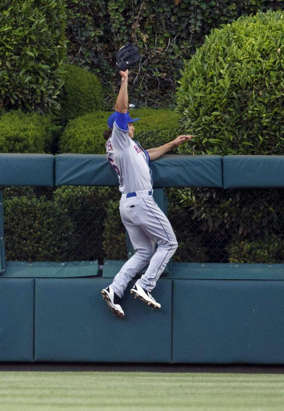 Mets centerfielder Matt den Dekker leaps to catch