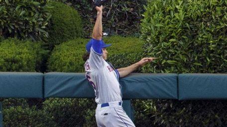 Mets centerfielder Matt den Dekker leaps to catch