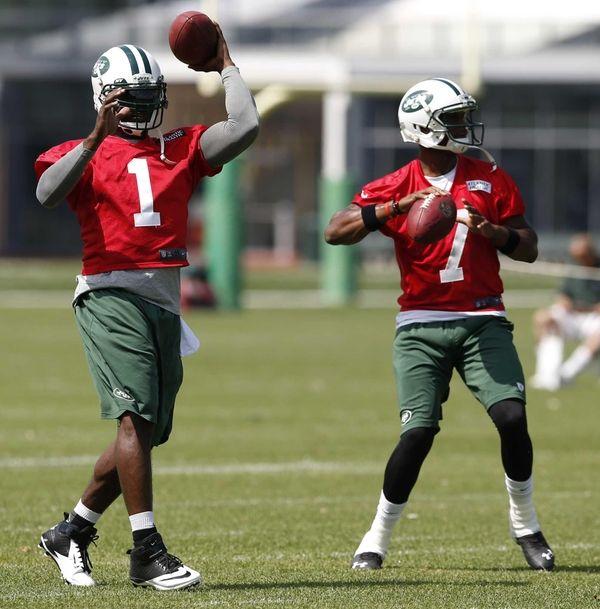 Jets quarterbacks Michael Vick and Geno Smith work