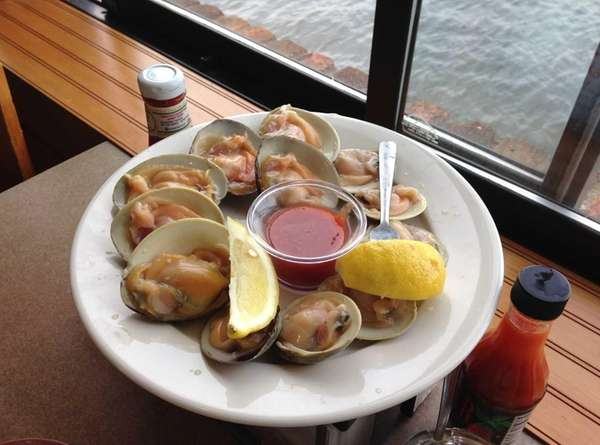Peter's Clam Bar in Island Park serves both