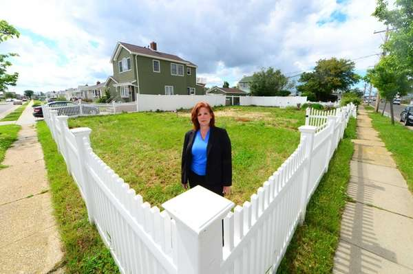 Michele Mittleman stands in the vacant Freeport lot