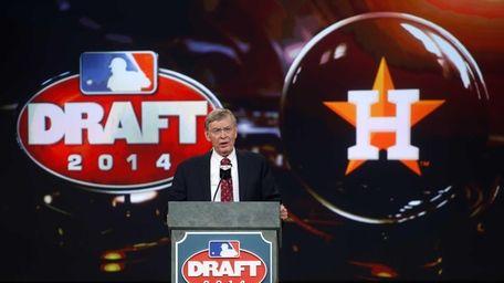 MLB commissioner Bud Selig announces that the Houston