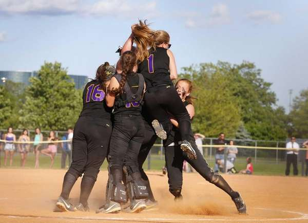 Sayville celebrates after defeating Carey to win the