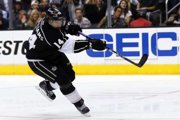 Justin Williams of the Los Angeles Kings scores