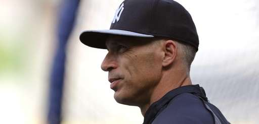 Yankees manager Joe Girardi on as his team