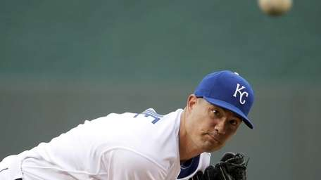 Kansas City Royals starting pitcher Jeremy Guthrie throws