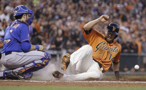 San Francisco Giants' Brandon Hicks, right, slides ahead
