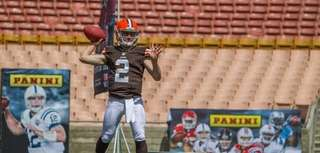 Cleveland Browns quarterback Johnny Manziel throws passes during