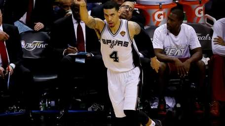 Danny Green of the San Antonio Spurs reacts