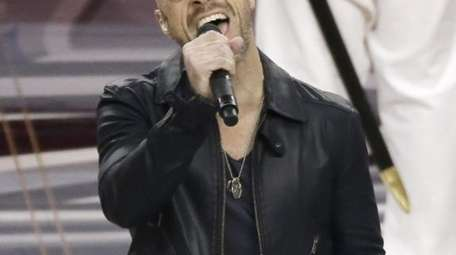 Chris Daughtry sings the national anthem before an