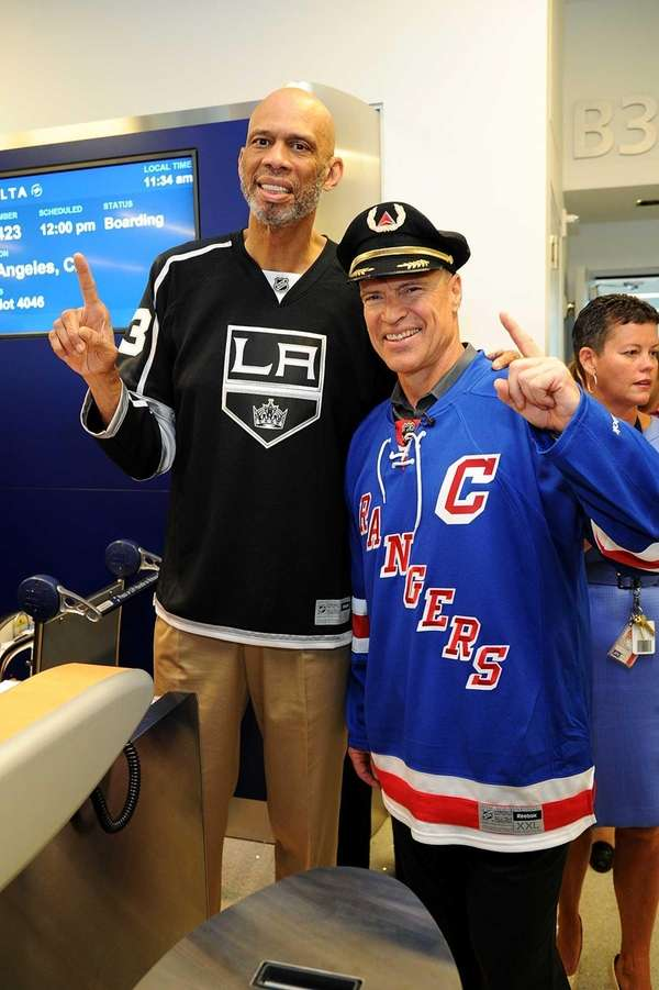Mark Messier and Kareem Abdul-Jabbar join Delta Air