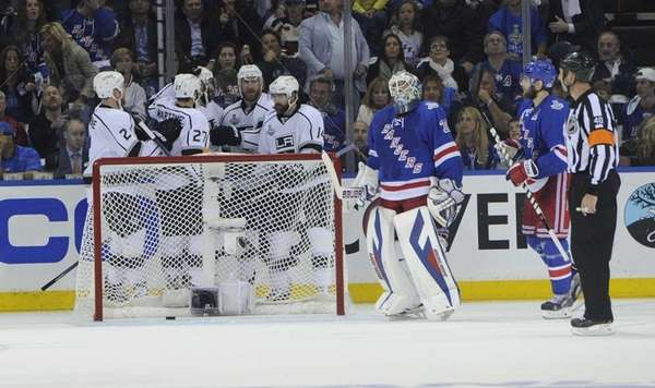 Los Angeles Kings center Jeff Carter scores on