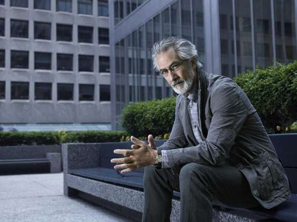 David Strathairn plays Dr. Lee Rosen on