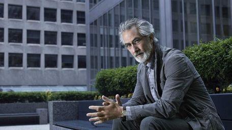 David Strathairn plays Dr. Lee Rosen on