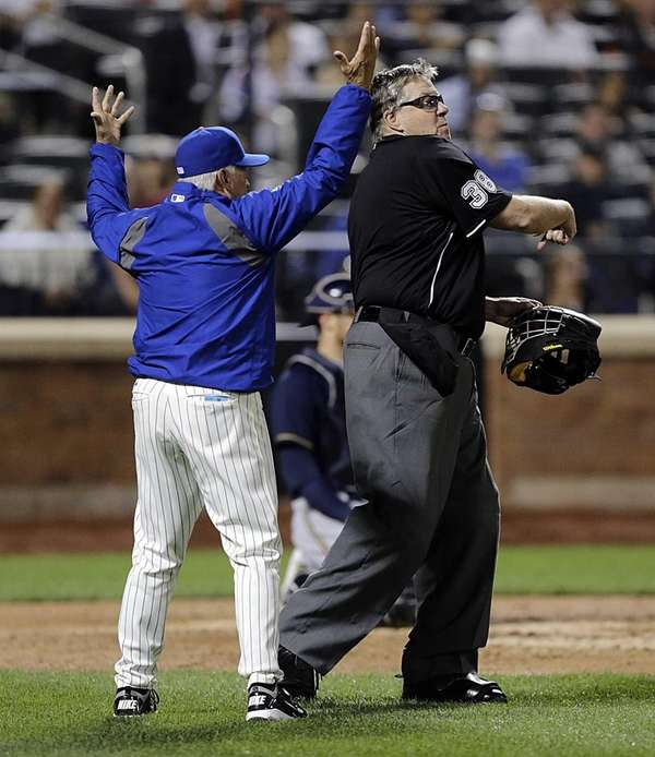 Mets manager Terry Collins is thrown out of