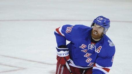 Rangers center Brad Richards looks up at the