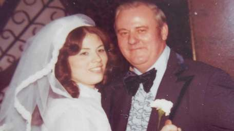 George Allen and his daughter, Terri Donahue, on