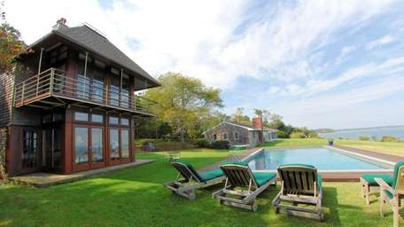 Actor Ewan McGregor once rented this Shelter Island