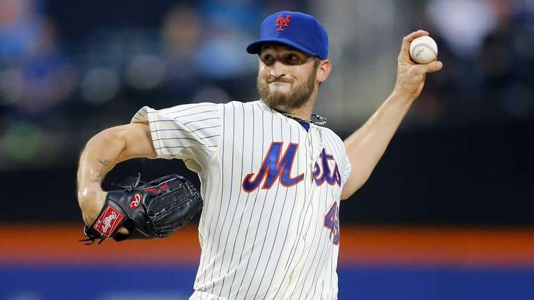 Jonathon Niese of the Mets pitches against the
