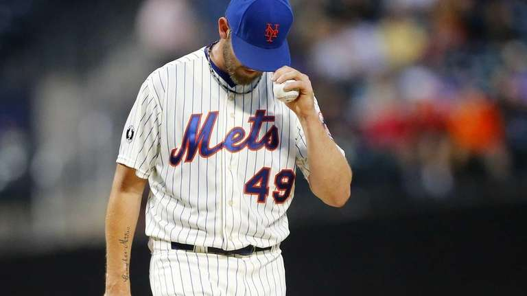 Jonathon Niese of the Mets stands on the