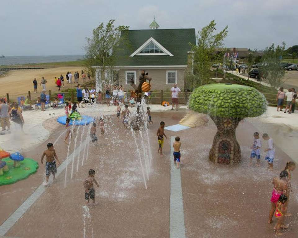 There's a small interactive splash park at Tanner