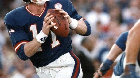 Giants quarterback Phil Simms steps back to throw