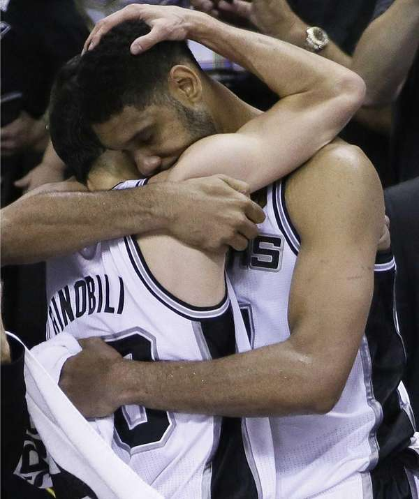 San Antonio Spurs guard Manu Ginobili, left, and