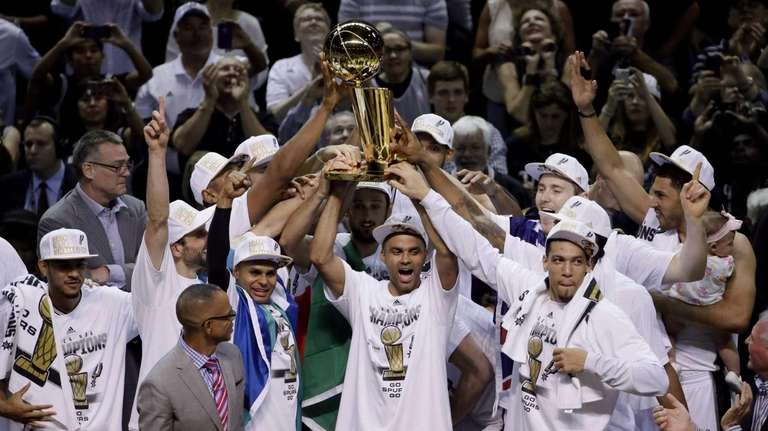 The San Antonio Spurs hold up the Larry