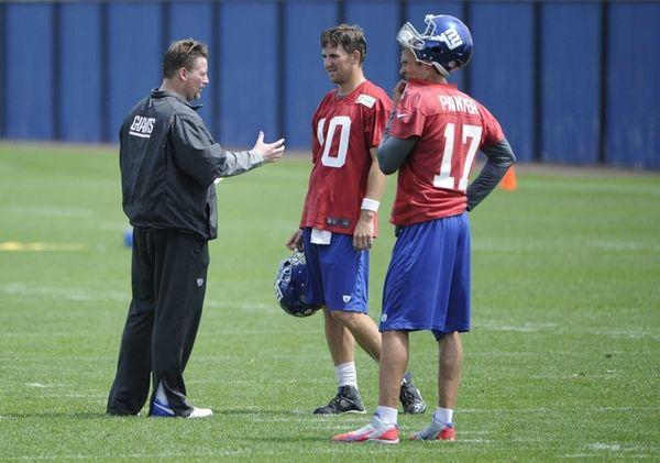 Giants offensive coordinator Ben McAdoo speaks with quarterback