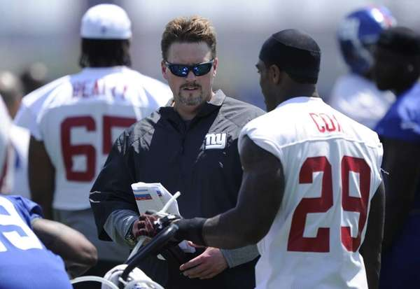 Giants offensive coordinator Ben McAdoo talks to running