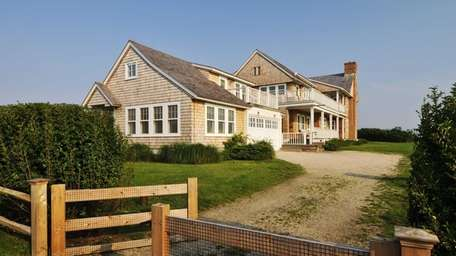 Billy Joel is trying to sell this Sagaponack