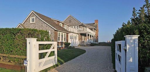 Entertainer Billy Joel has sold this Sagaponack house