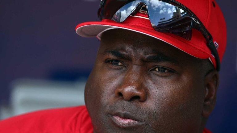Head coach and MLB Hall of Famer Tony
