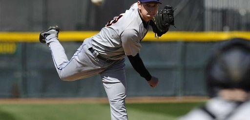 Binghamton Mets starting pitcher Matt Bowman throws against