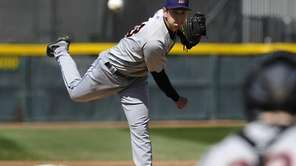 Binghamton Mets starting pitcher Matt Bowman throws against
