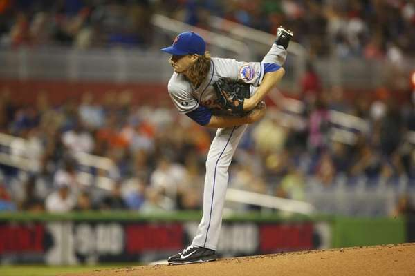 Mets starting pitcher Jacob deGrom throws to the