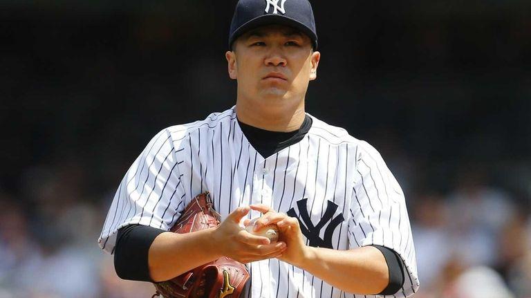 Masahiro Tanaka of the Yankees gets set to