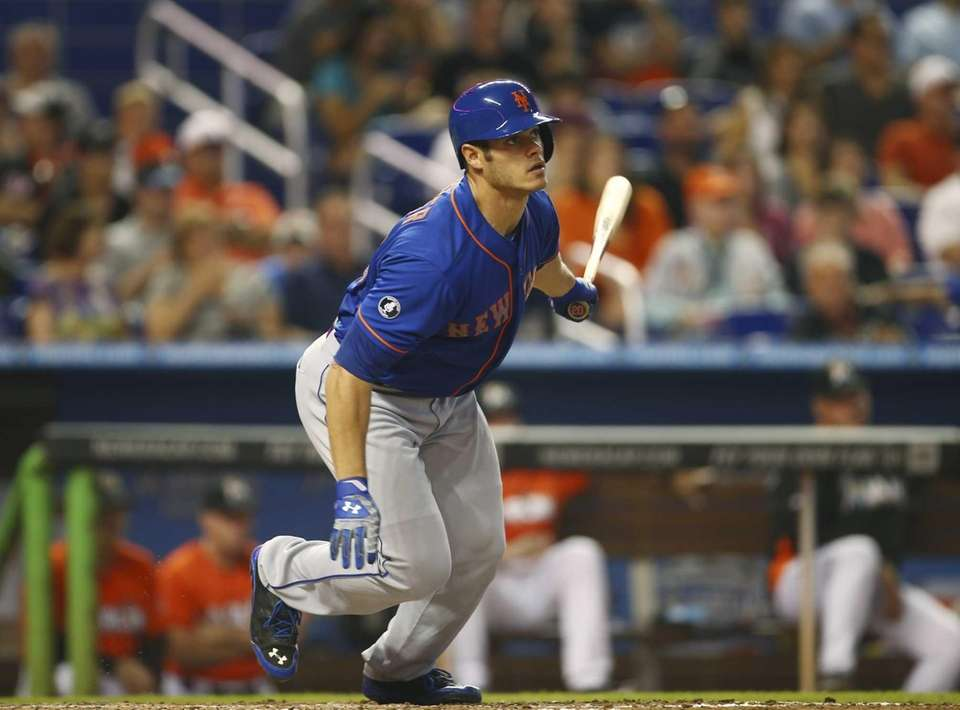 The Mets' Anthony Recker singles during the fourth