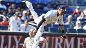Kelly Johnson of the Yankees is tripped up