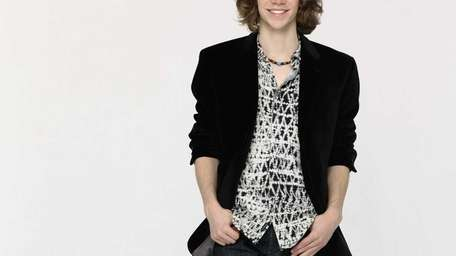 Jesse Kinch, of Seaford, among contestants on ABC's