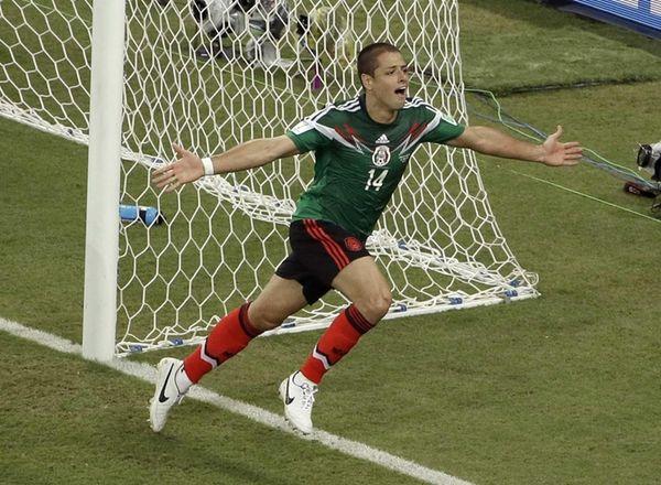 Mexico's Javier Hernandez (14) celebrates scoring his side's