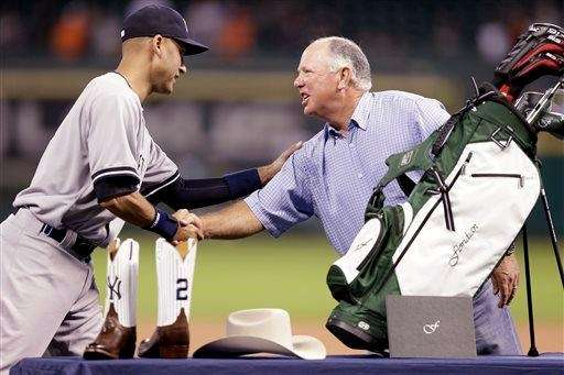The Yankees' Derek Jeter, left, shakes hands with