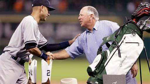 The Yankees' Derek Jeter, left, shakes hands with