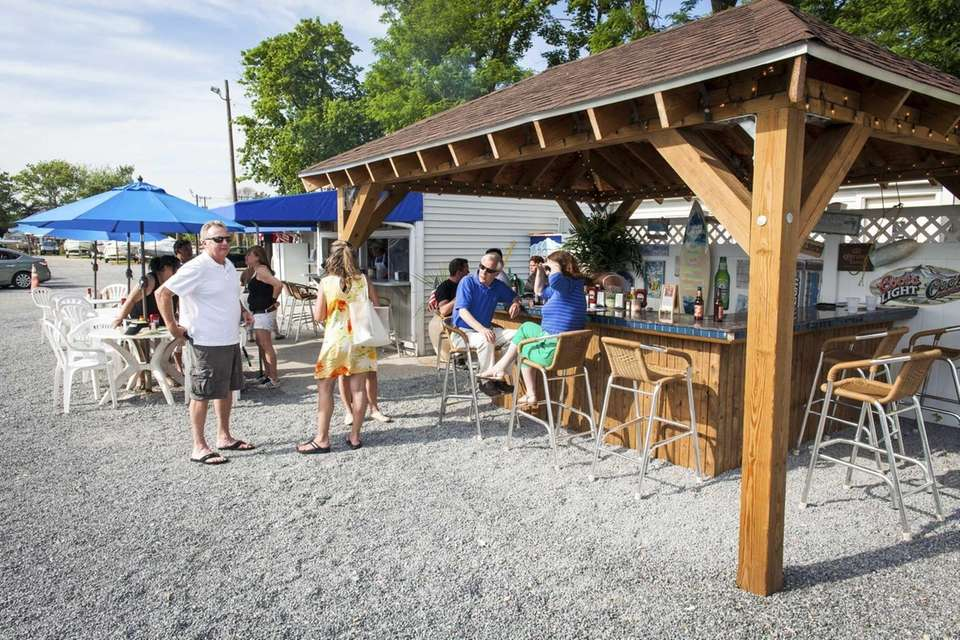 The Clam Bar at Bridge Marine, Bayville: One
